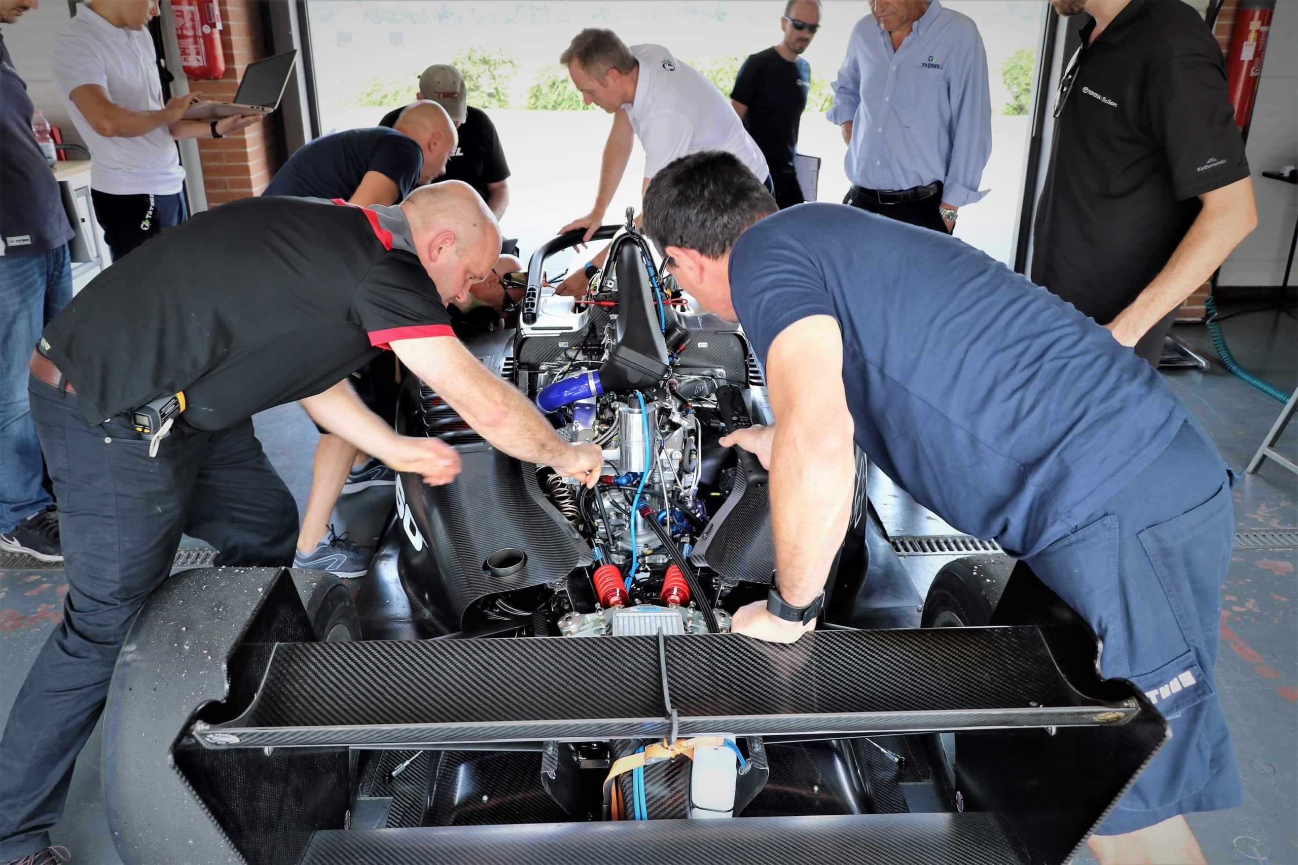 Gemäss David Gouk von David Gouk Race Engines überzeugte die Beschaffenheit und das Material in den Tests nicht nur optisch, sondern hielt auch auf der Rennstrecke der enormen Geschwindigkeit und Hitze sowie den Druckkräften stand.